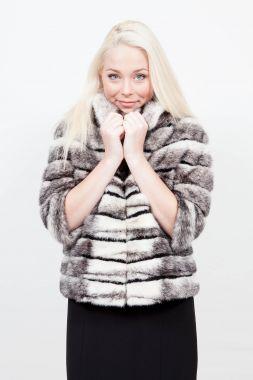 un manteau en fourrure comme cadeau beaute infos. Black Bedroom Furniture Sets. Home Design Ideas